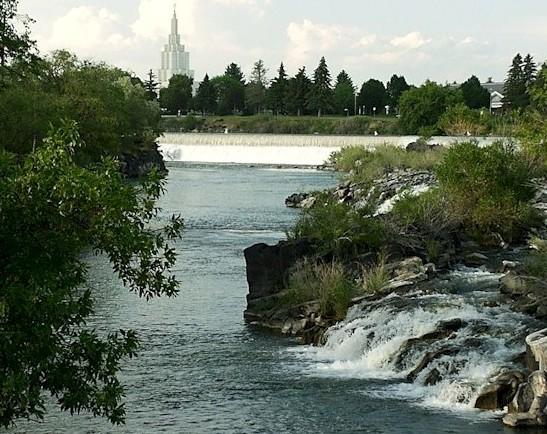 http://www.mrfs.net/trips/2003/Northern_Rockies/Eastern_Idaho/idaho_falls.jpg
